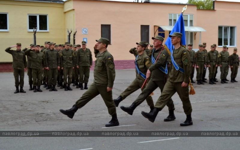 Дембеля-гвардейцы попрощались с боевым флагом
