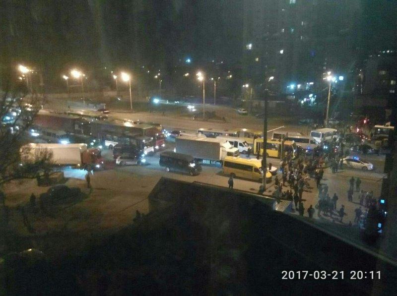 Днепряне перекрыли Слобожанский проспект: что произошло (фото)