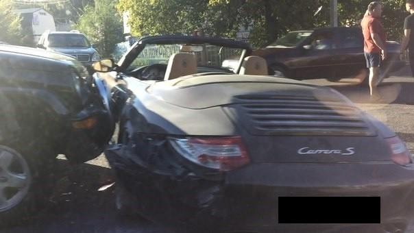 """""""Дорогая"""" авария в Днепре: Jeep протаранил Porsche (фото)"""