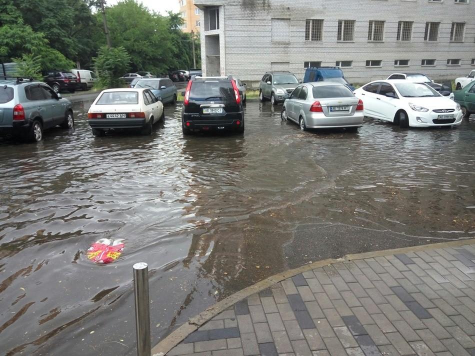 Дождь превратил Днепр в Венецию (фото)