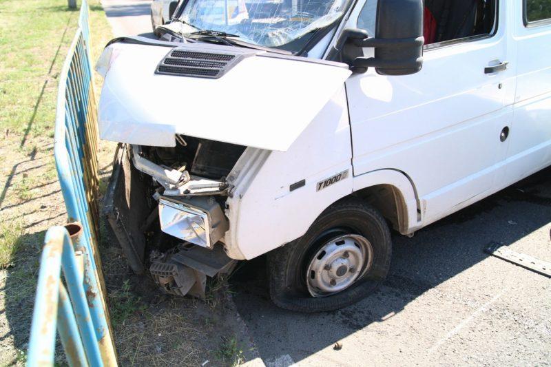"""ДТП в Днепре: столкнулись """"Renault"""" и """"Dacia"""", пострадал ребенок (фото)"""