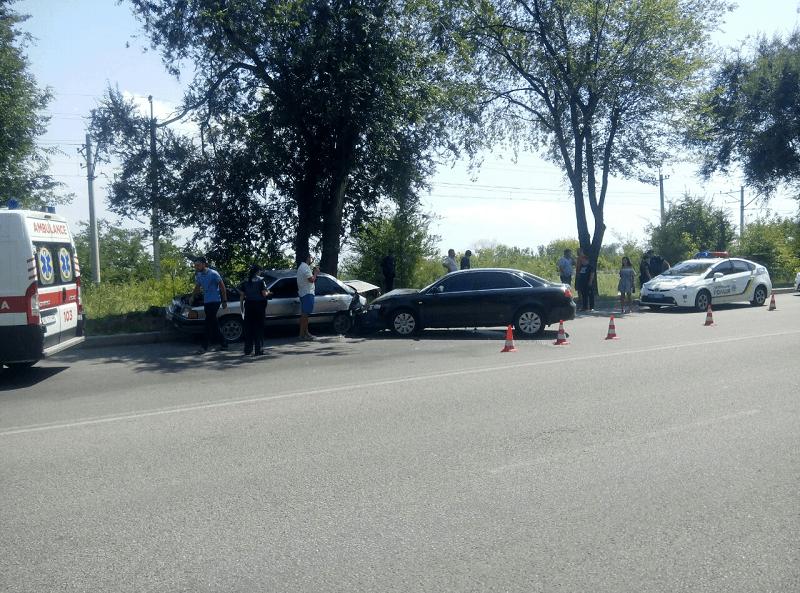 ДТП в Днепре: водитель Audi попал под свой же автомобиль
