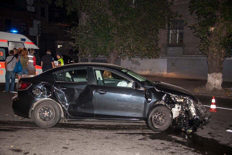 """ДТП в Днепре: водитель на """"Mazda"""" врезался в """"Lanos"""" (фото, видео)"""