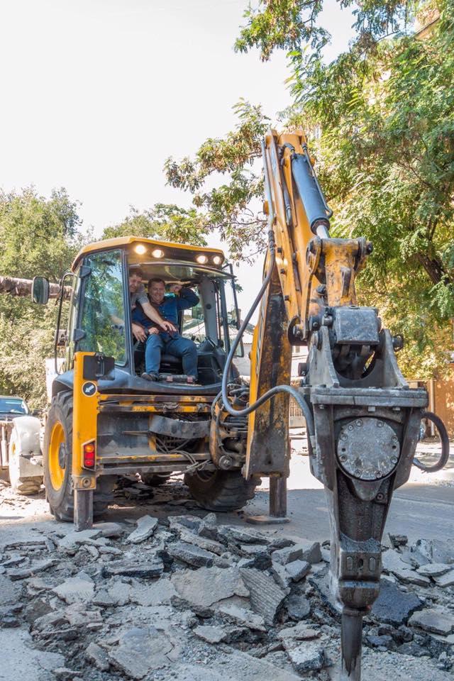 Филатов лично проверил, как ремонтируют дороги в Днепре (фото)