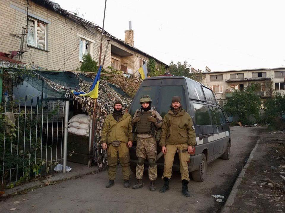 """""""Госпитальеры"""" эвакуировали тяжелораненых бойцов с передовой (фото)"""