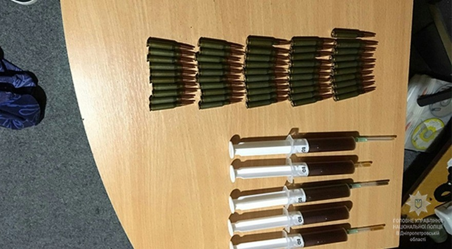 На Днепропетровщине задержали группировку наркоторговцев с оружием (фото)