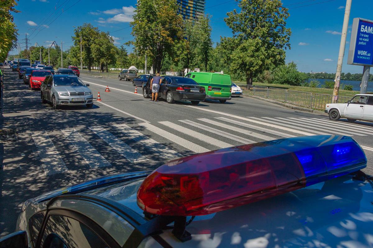 На Набережной возле Паруса BMW сбил 13-летнюю девочку