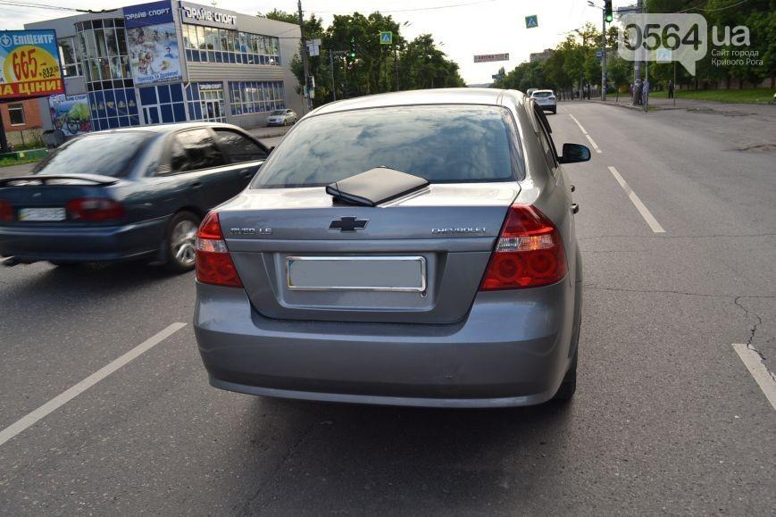 """Не успел затормозить: водитель на """"Volkswagen Caddy"""" влетел в """"Chevrolet Aveo"""" (фото)"""
