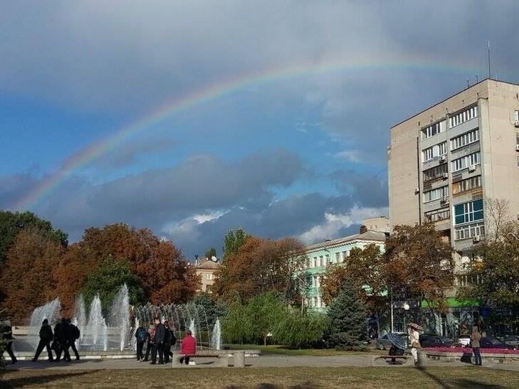 Невероятно огромная радуга удивила днепрян (фото)