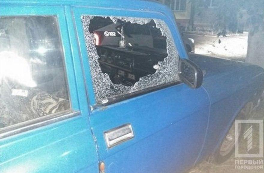 Пьяный дебошир разбил автомобиль камнем (фото)