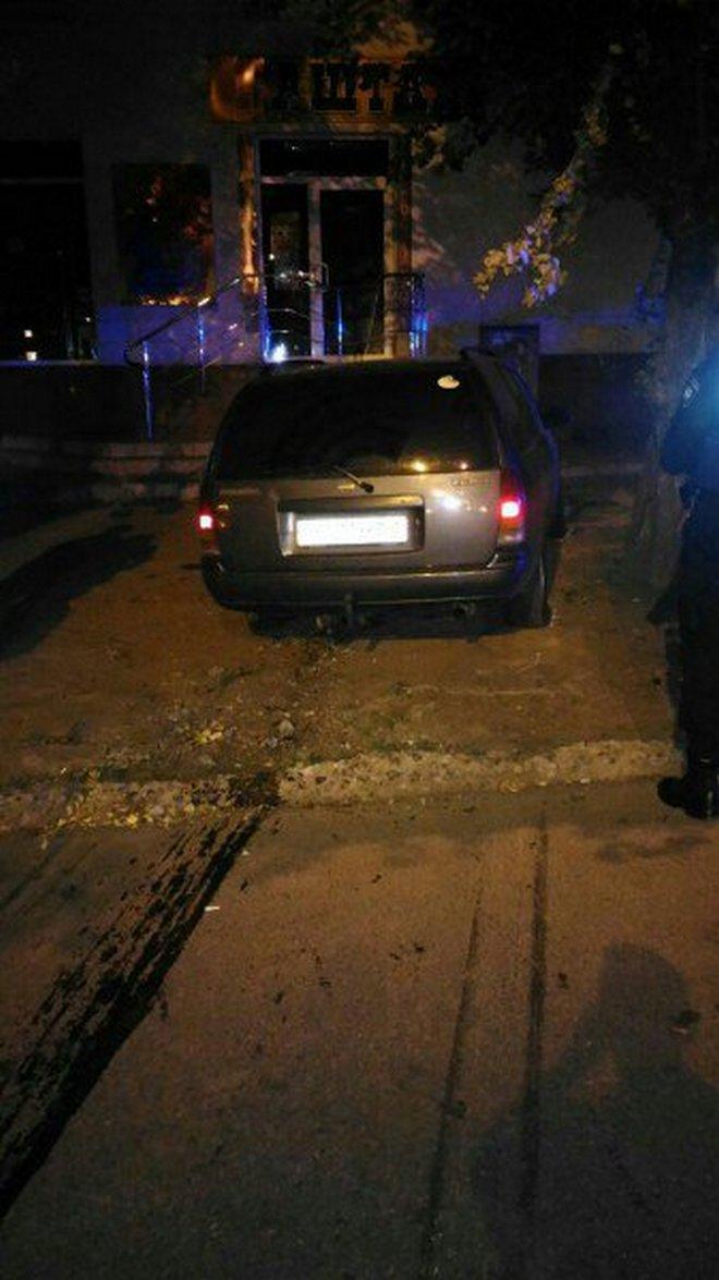 """Пьяный водитель на """"Nissan"""" вылетел на обочину (фото)"""