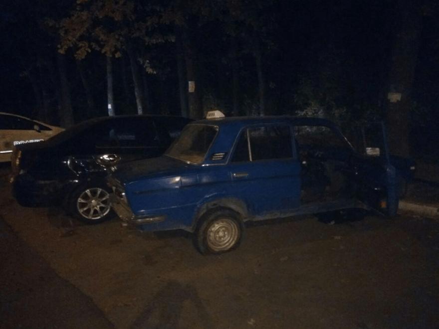 """Пьяный водитель на """"ВАЗ"""" влетел в припаркованный """"Geely"""" (фото)"""