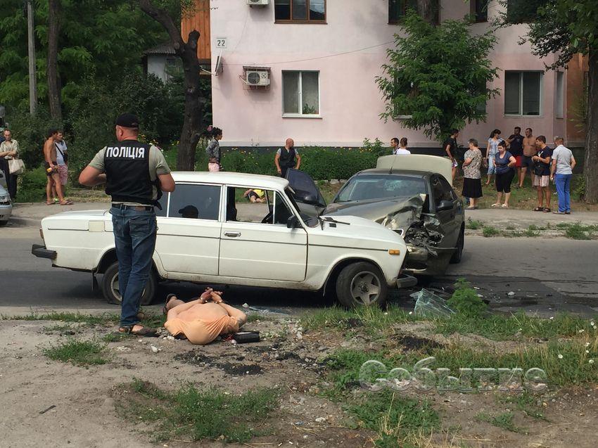 """Погоня со стрельбой: полицейские протаранили """"ВАЗ"""" с наркоторговцами (фото)"""