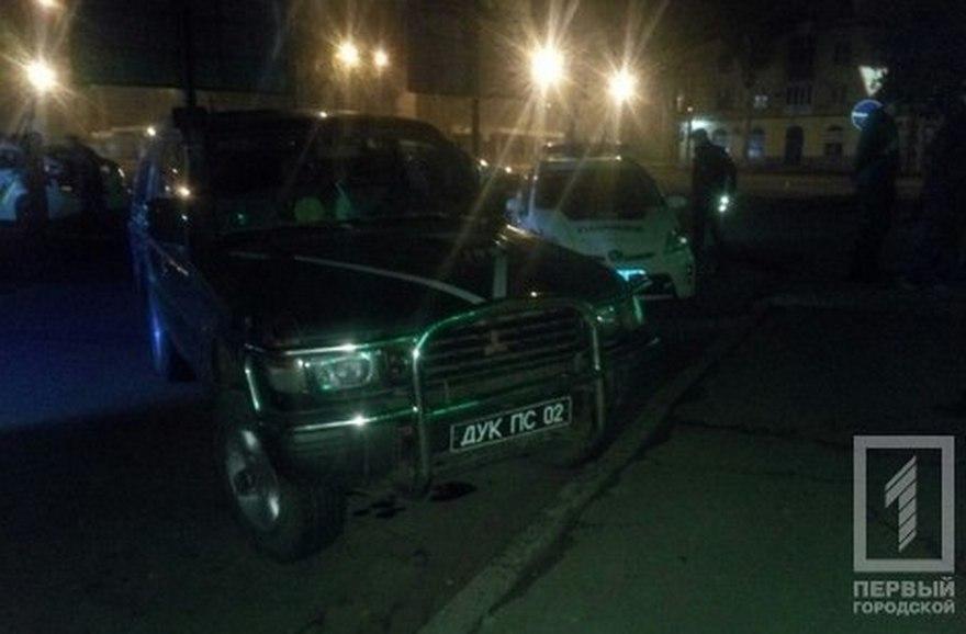 Полицейские задержали подозрительный автомобиль с военными номерами (фото)