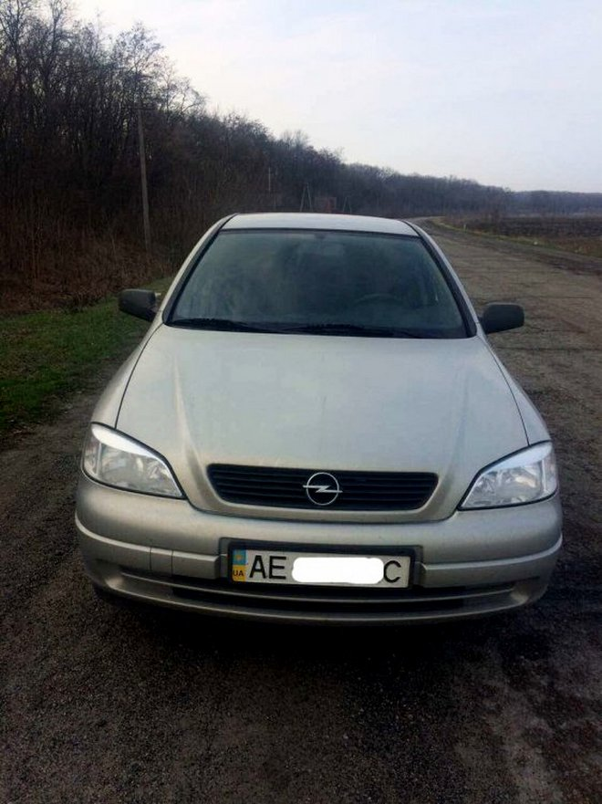 """Полицейские задержали подозрительный """"OpelAstra"""" с женщиной за рулем (фото)"""