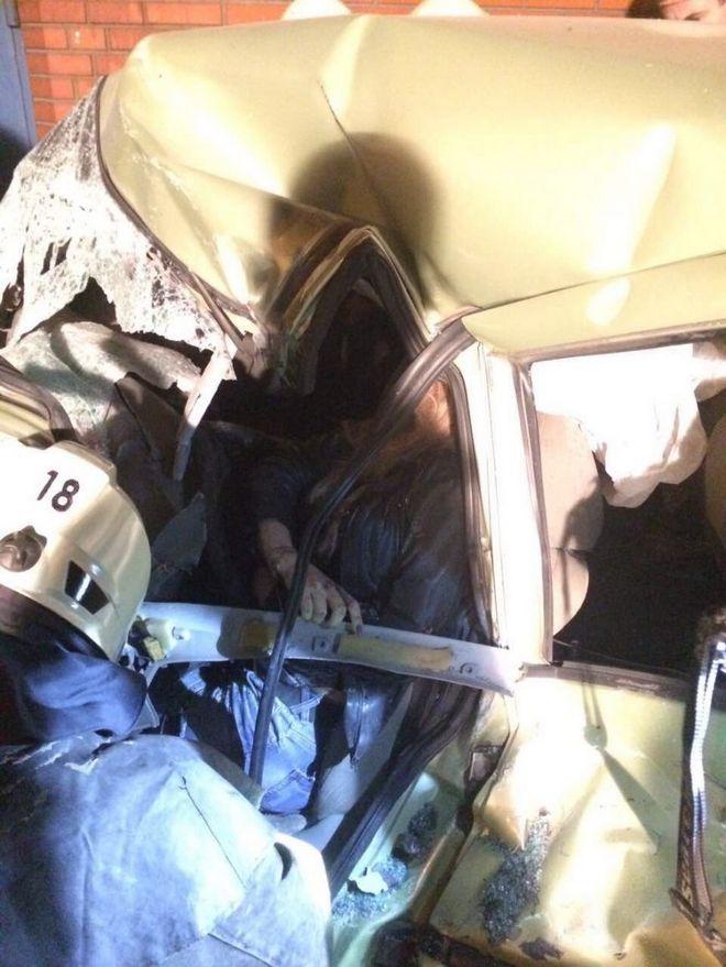 """Смертельное ДТП в Днепре: мусоровоз столкнулся с """"Lada Kalina"""" (фото)"""