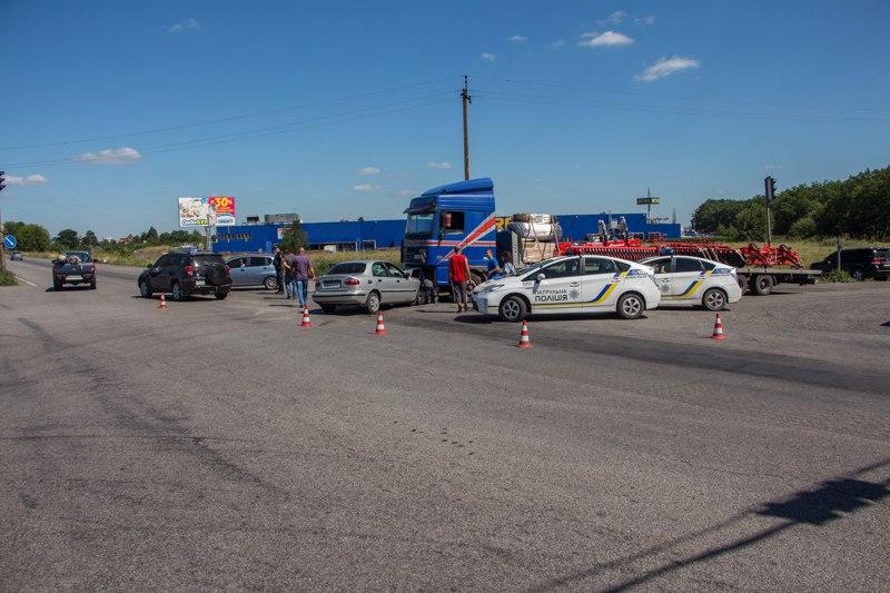 Тройное ДТП в Днепре: виновный скрылся с места аварии (фото)