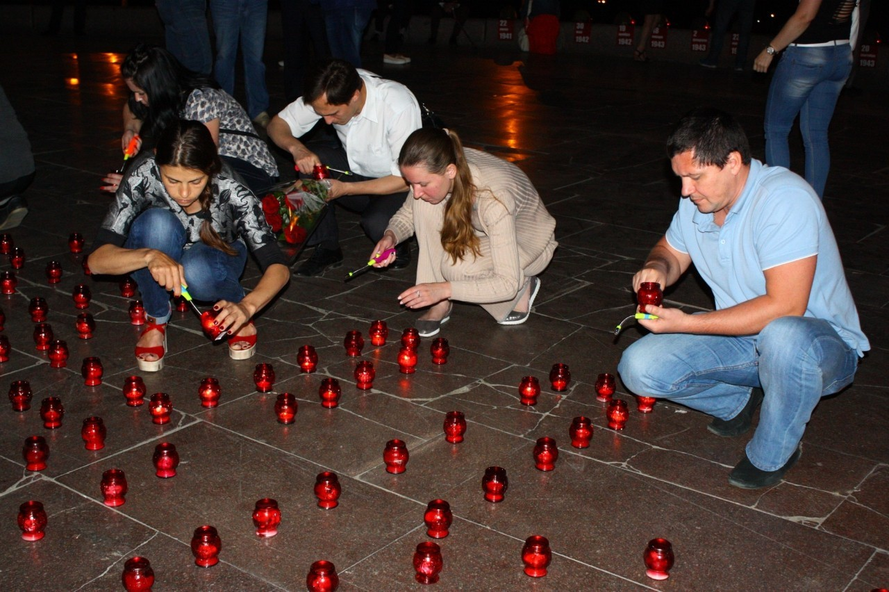 Тысячи свечей зажгли сегодня в Днепре (фото)