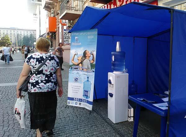 В центре Днепра бесплатно поят водой