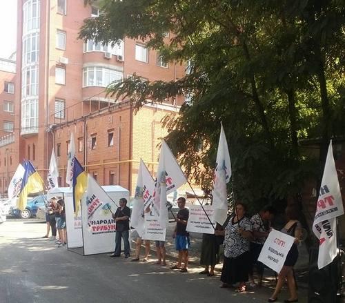 В центре Днепра общественники блокируют незаконную стройку (фото)