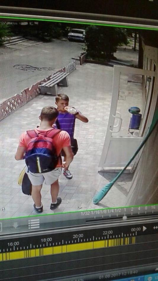 В Днепре грабитель с газовым баллончиком напал на девушку (фото)