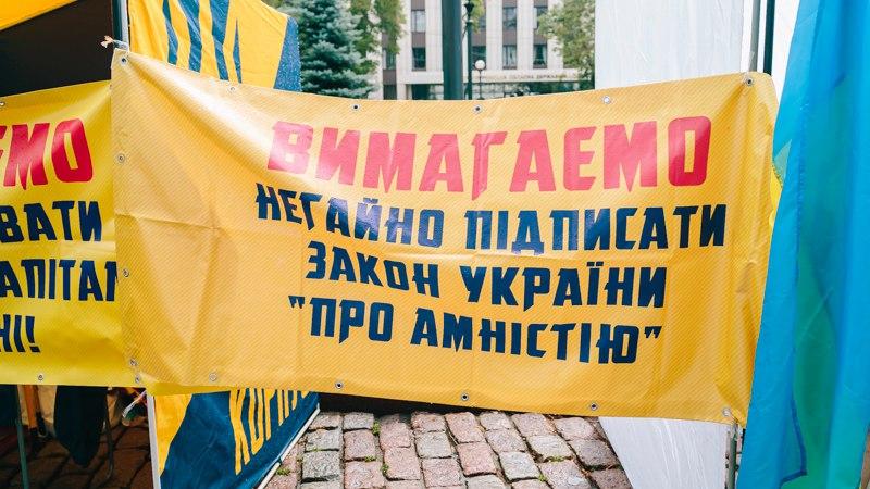 В Днепре митингуют под облсоветом (фото)