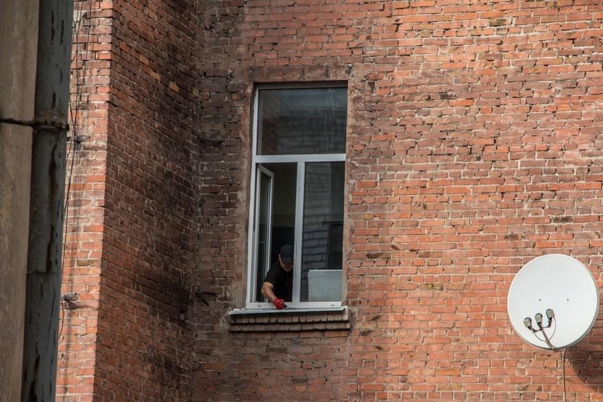 В Днепре мужчина и женщина выбросились из окон (фото, видео)