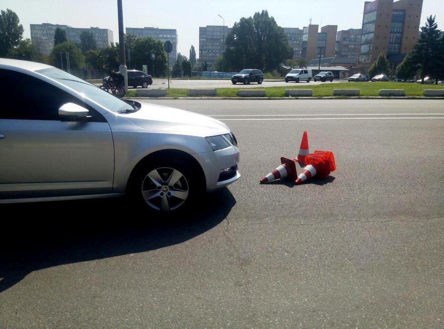 В Днепре на въезде на Новый мост сбили патрульного (фото)