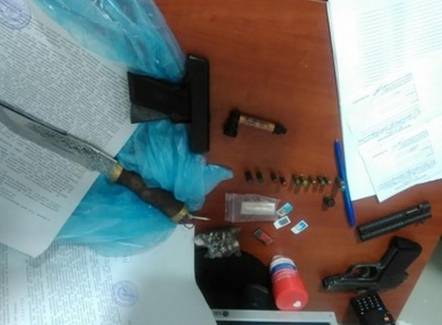 В Днепре полицейские задержали наркоторговца с оружием (фото)