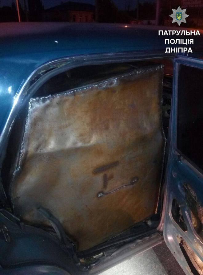 """В Днепре полицейские задержали """"топливных"""" воров (фото)"""