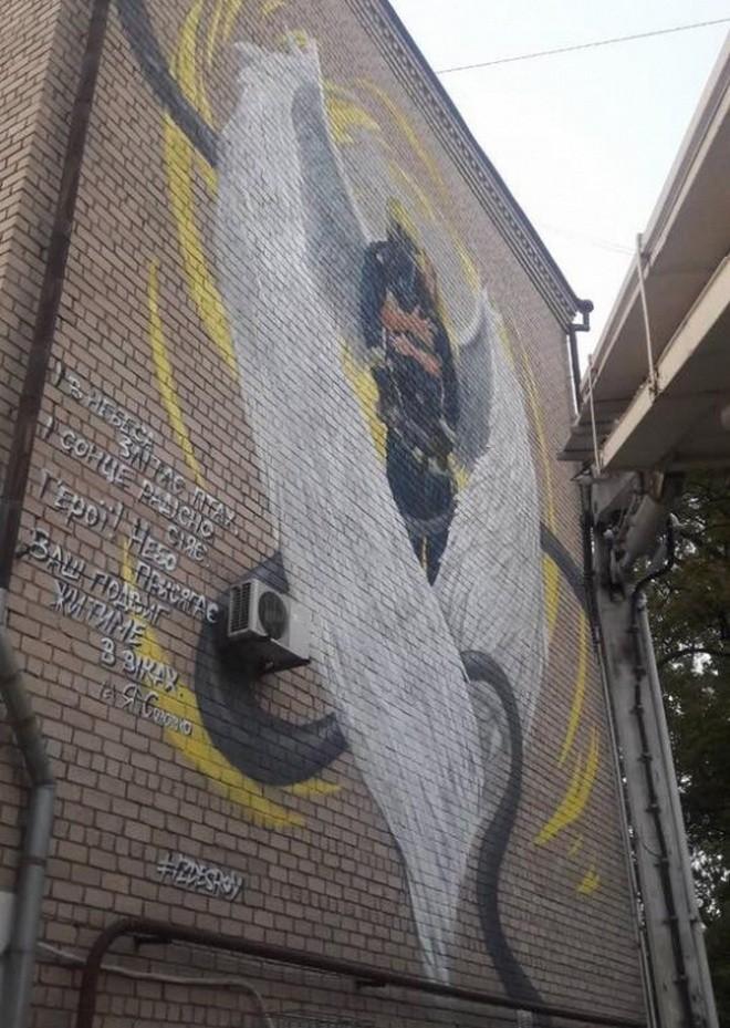 В Днепре появился мурал с ангелом и спасателем (фото)