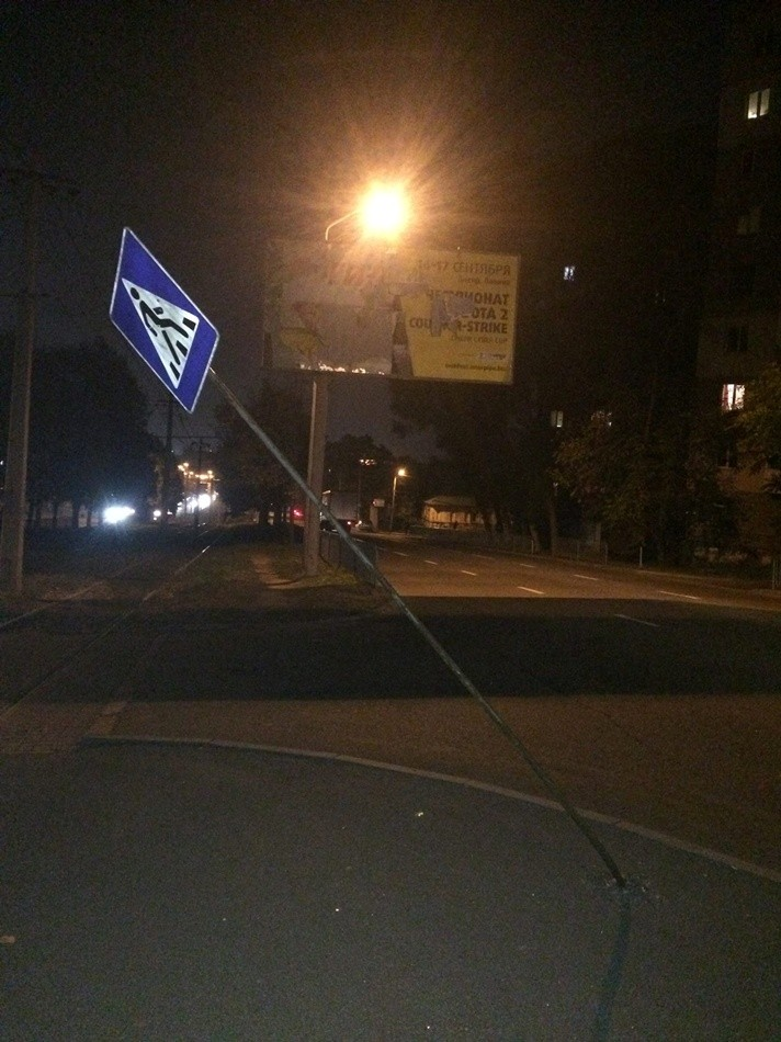 В Днепре продолжают ломать и воровать дорожные знаки (фото)