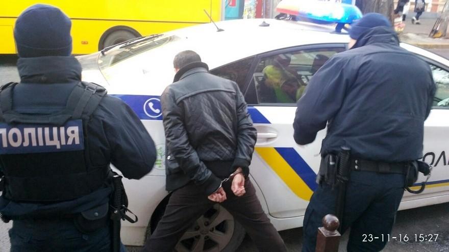 В Днепре среди белого дня изнасиловали и ограбили девушку (фото)