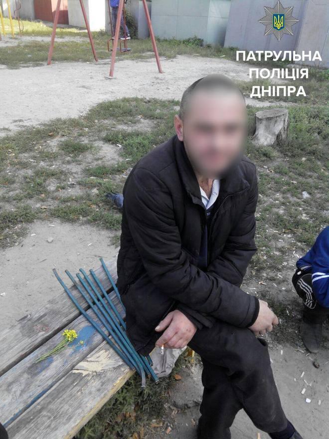 В Днепре вандалы разобрали на металлолом детскую площадку (фото)