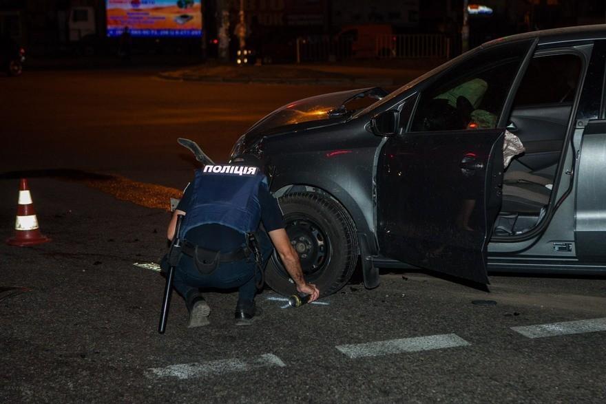 """В Днепре """"Volkswagen"""" врезался в полицейский """"Prius"""" (фото)"""