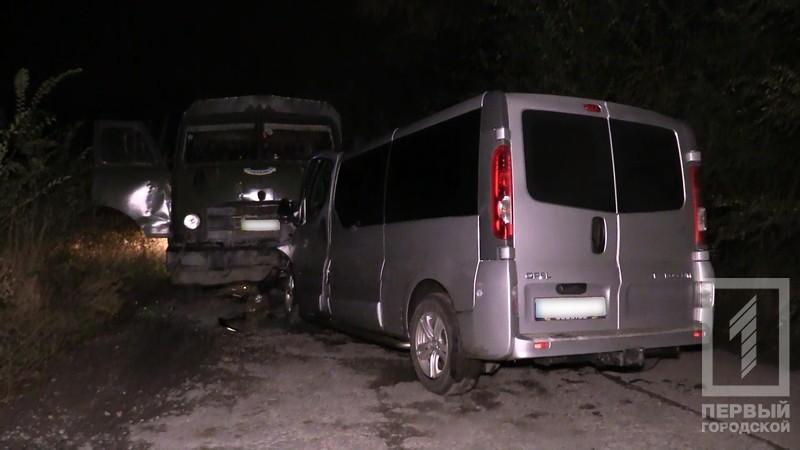 В Кривом Роге микроавтобус на полном ходу влетел в грузовик