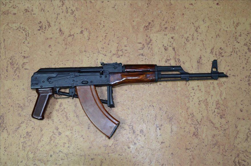 Задержание членов преступной группировки: найдены наркотики и оружие (фото)