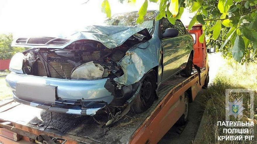 """Жесткое ДТП: """"Daewoo Lanos"""" вылетел в кювет и врезался в дерево (фото)"""