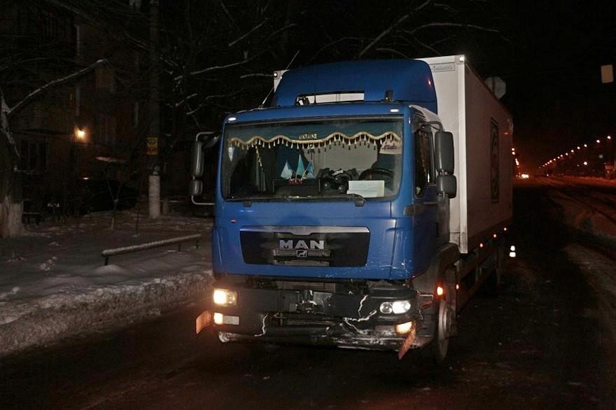 """Жесткое ДТП в Днепре: грузовик """"MAN"""" врезался в такси (фото)"""