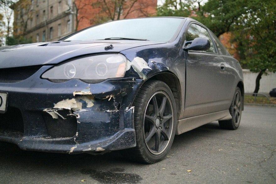 """Жесткое ДТП в Днепре: """"Mazda"""" сбила светофор и врезалась в """"Acura"""" (фото)"""