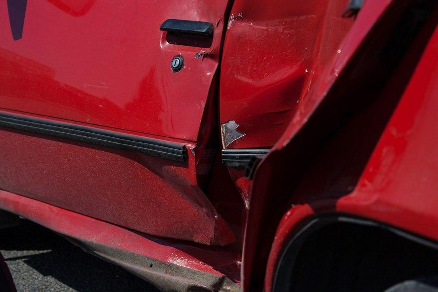 Жесткое ДТП в Днепре: виновница аварии ехала без прав и страховки (фото)