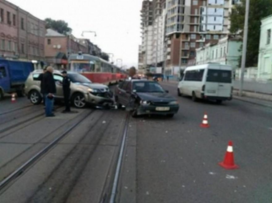 """Жесткое ДТП в Днепре: водитель на """"Mazda"""" сбил пешехода и скрылся"""