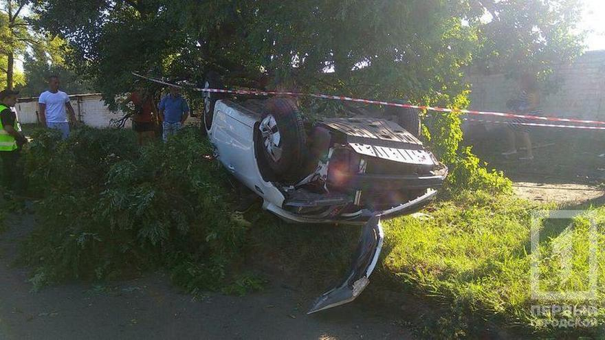 "Жуткое ДТП: ""KIA"" врезалась в дерево и перевернулась (фото)"