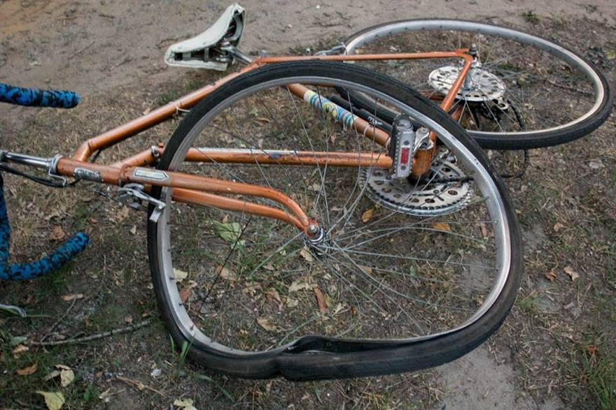 Жуткое ДТП в Днепре: у велосипедиста серьезные травмы (фото, видео)